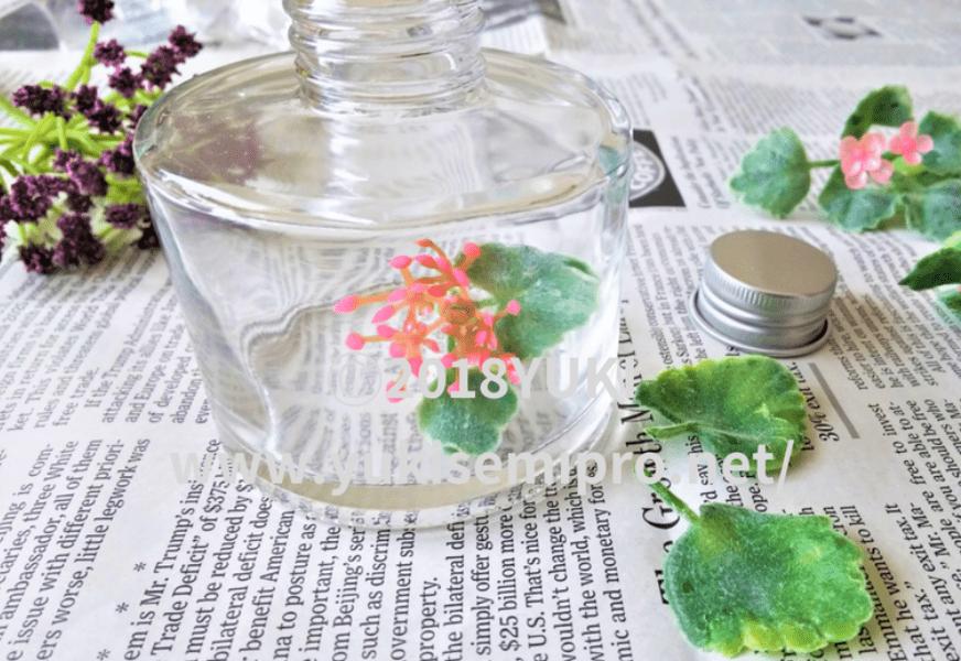 ハーバリウムオイルに花を入れた画像