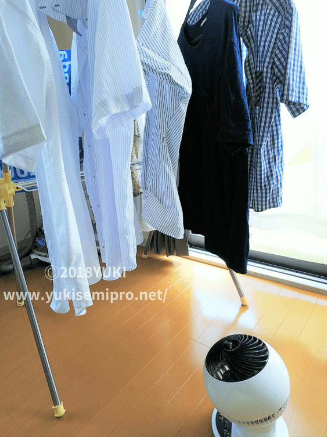 部屋干しの洗濯物をサーキュレーターアイで乾かす画像