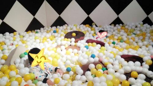 長崎ハウステンボスの人気アトラクション『ショコラ伯爵の館』こども部屋にあるチョコのボールプールの画像