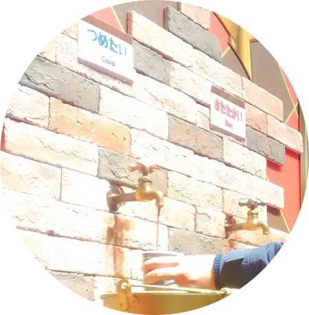 長崎ハウステンボスの人気アトラクション『ショコラ伯爵の館』のチョコレートドリンク蛇口の画像