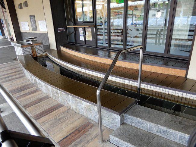 湯本駅には足湯がある