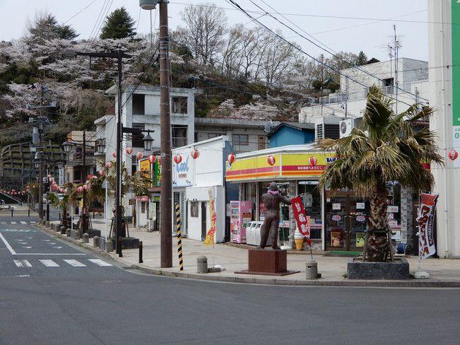 湯本駅近くコンビニのバーガーが有名みたいです