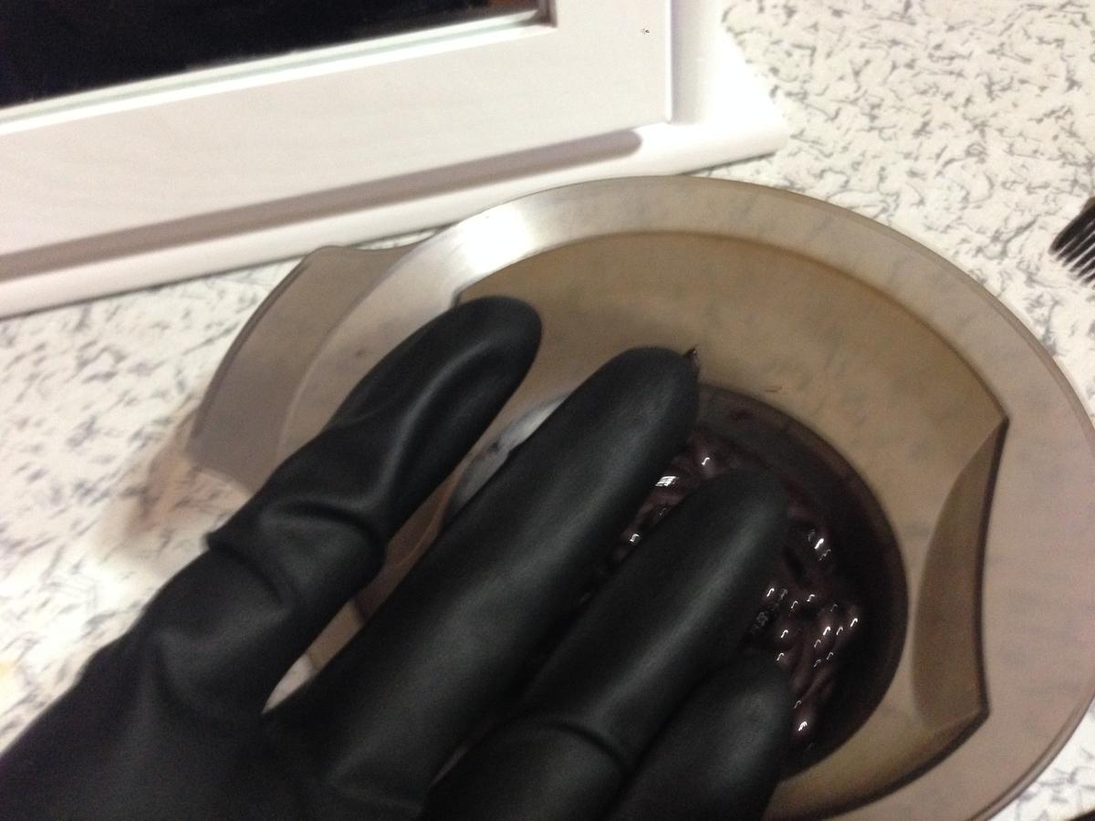 【美容師レビュー】ルプルプは染まるのか、使い方や染め方、3回目は素手ではなく、手袋をはめて染めます