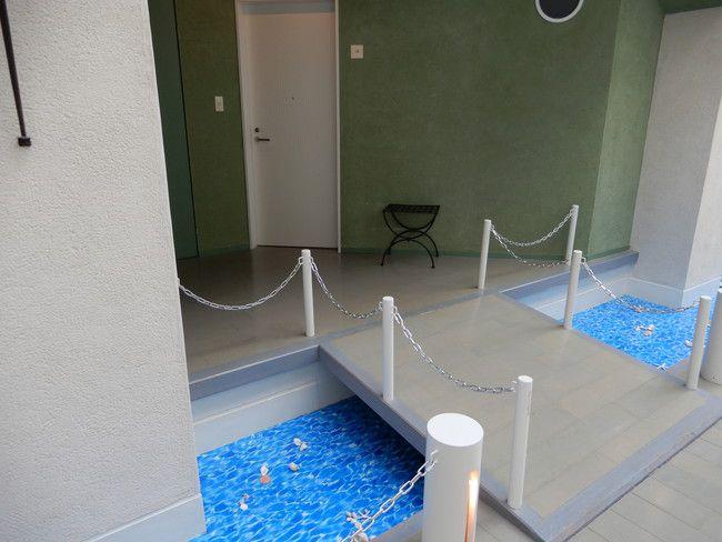 【口コミ&レビュー】ウイルポートの部屋への入り口は橋を渡り河が演出されている