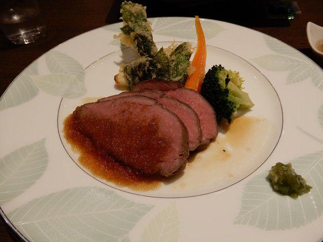 【口コミ&レビュー】ウイルポートの夕食牛ロース肉のステーキ和風オニオンソース茎わさび添え