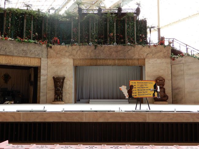 ハワイアンズショーの有料座席の見え方や選び方、実際の見え方、SS席:3番前の真ん中(前から4列目)
