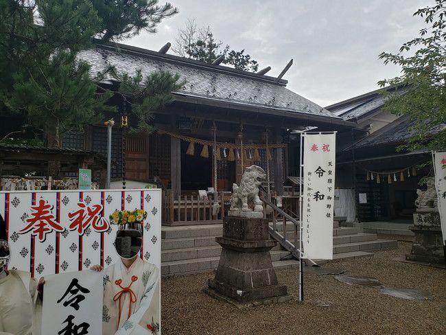 縁結びで有名な二柱神社の拝殿でお参り