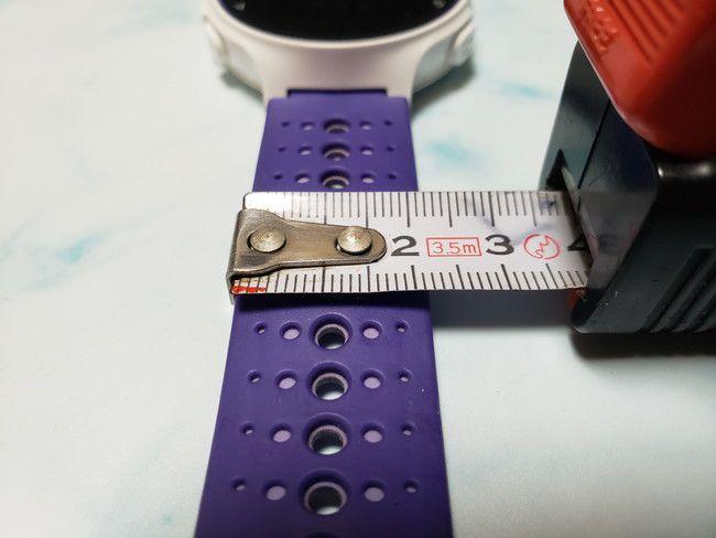ガーミンのベルトの幅は約2.2cm