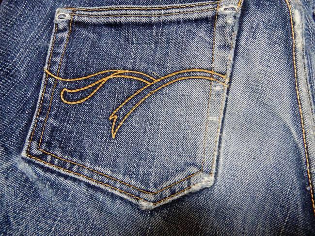 バックポケットの厚みが違う