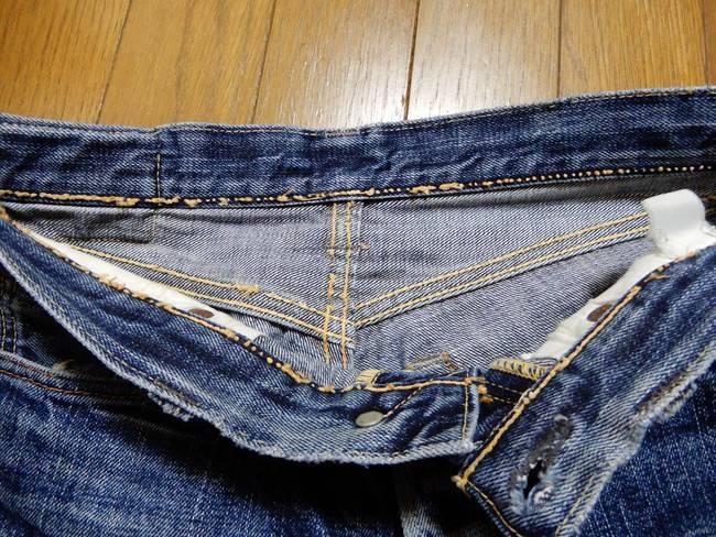 1000回以上穿いたフラッドヘッドデニムの経年変化、いたるところで糸が消えている