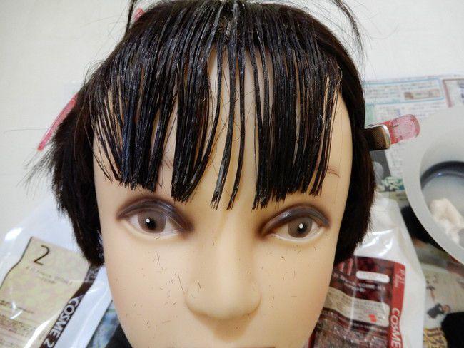 髪の毛がストレートにならず失敗してしまうので必ずブラシでまっすぐにしてください