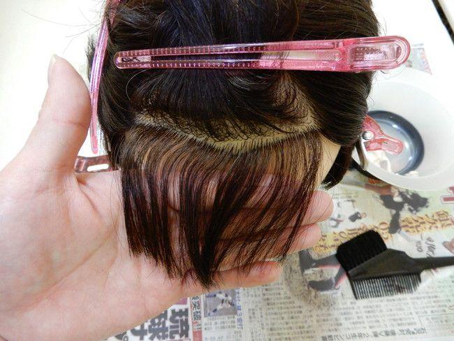 自宅でできる縮毛矯正の簡単なやり方・コツを解説、上の毛はピンでとめる