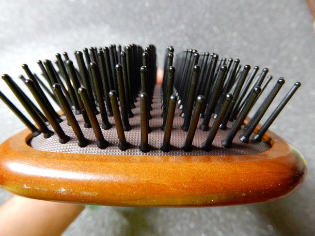 美容師口コミアヴェダのパドルブラシの構造と特徴、毛はプラスチック