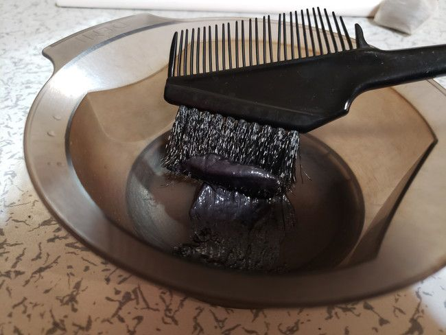 3.綺和美 (KIWABI)白髪染めヘアカラートリートメントを塗る
