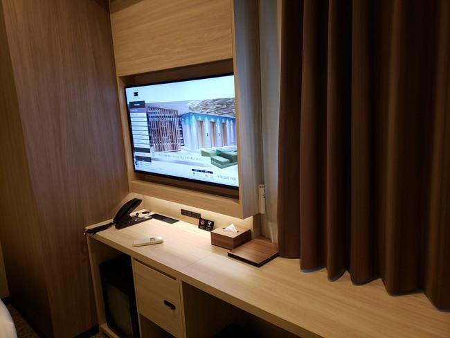 変なホテルのツインルーム、テレビ