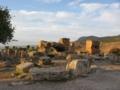 石灰棚の上遺跡にも夕日が当たって ローマ帝国の遺跡ヒエラポリス