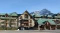 バンフの町を散歩 建物(これはホテル)と山が調和して美しい