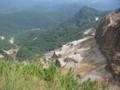 硫黄岳谷底に爆裂壁 大昔爆発した跡 こわごわ撮影