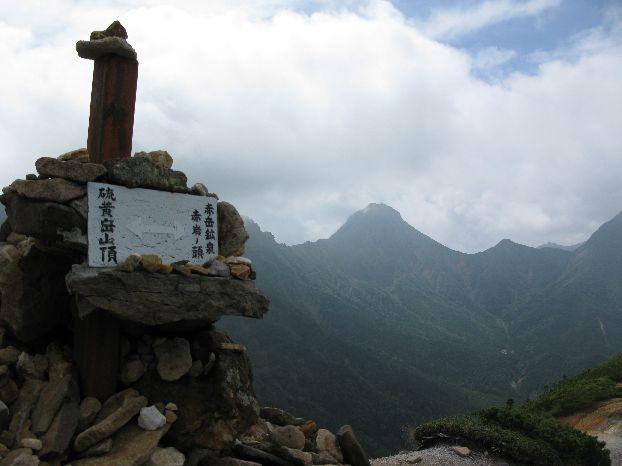 赤岩の頭から硫黄岳へ上り始める