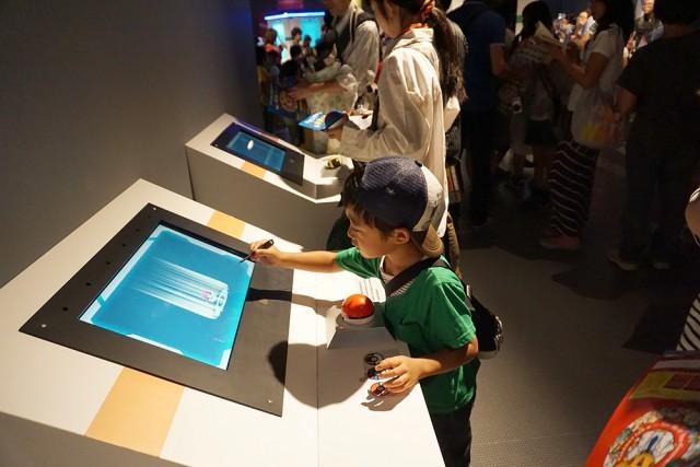 観察マシンにボールをセットするとヒントが表示されます。