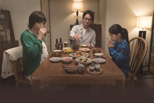 リンコ、マキオ、トモ食事をしている