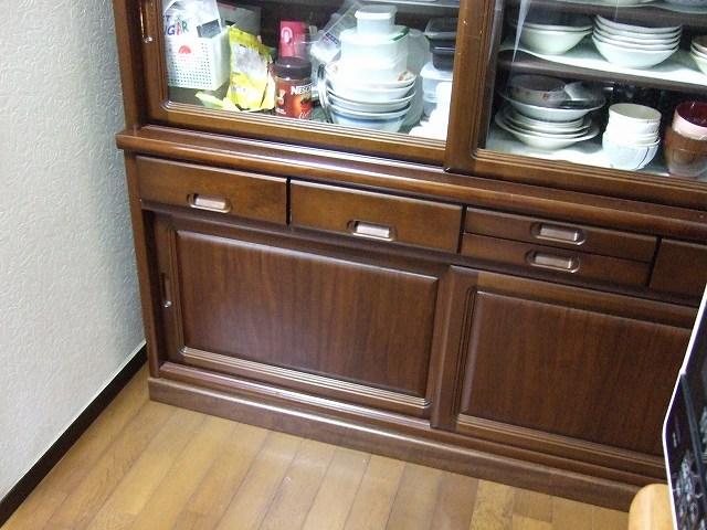 食器棚の前の空間