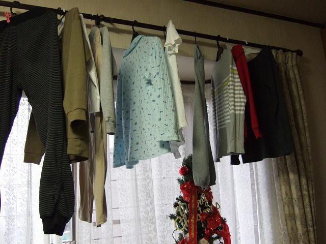カーテンレールに洗濯物