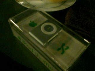 iPod Shuffle with box