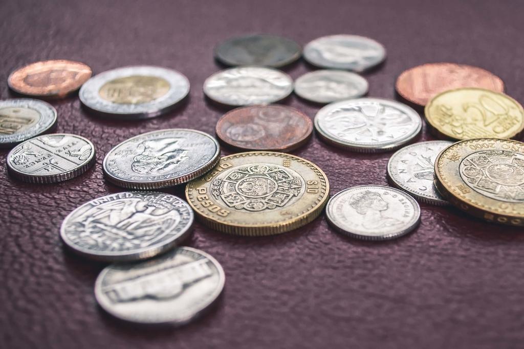 散らばる硬貨
