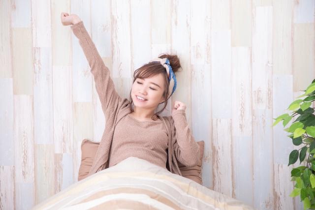 睡眠障害にならないために質の良い睡眠を取った女性