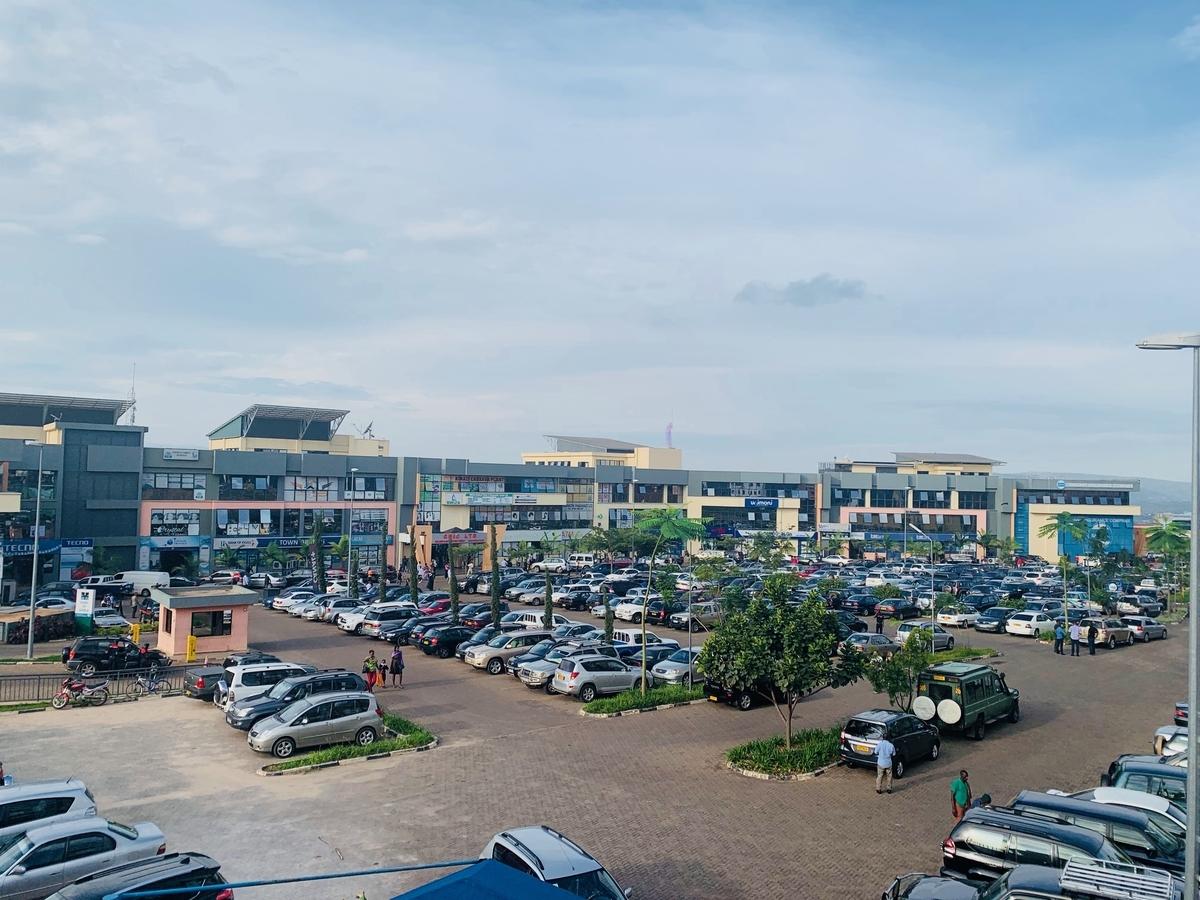 経済は急激に発展。首都キガリの中心部は近代的な建物が建ち並ぶ。