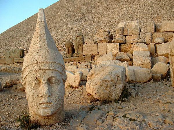 おすすめの古代遺跡:ネムルット・ダー(トルコ)