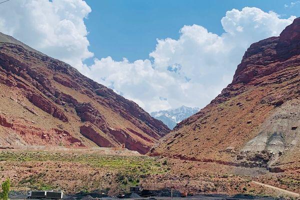 タジキスタンは治安も良好。自然いっぱいで観光におすすめの国