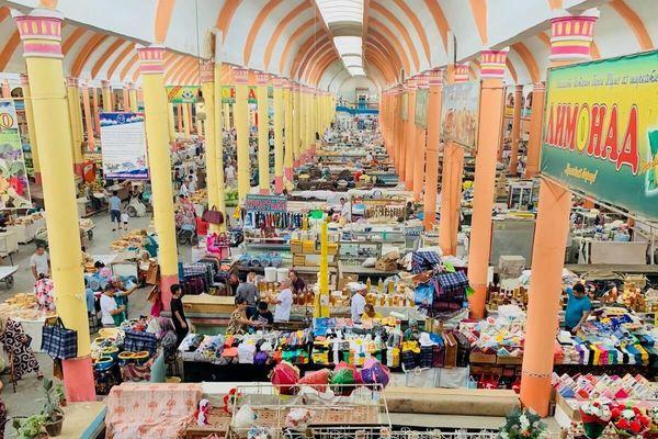 個人的にはこの市場が観光地として一番おすすめしたい