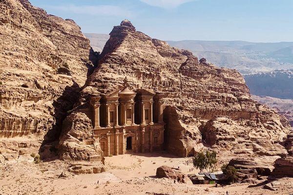 世界有数の観光地ペトラ遺跡