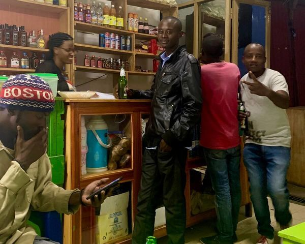 陽気なルワンダ人が酒場に連れてってくれた