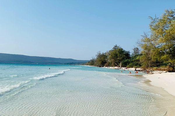 知られざるカンボジアの観光地、ロン島に広がる美しいソクサンビーチ