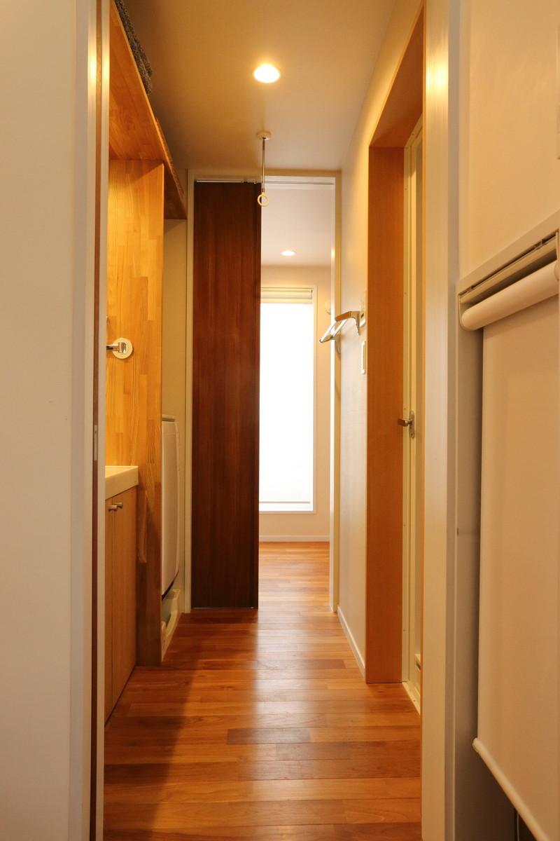 キッチン、洗面所、バルコニーを直線的に結ぶ家事動線