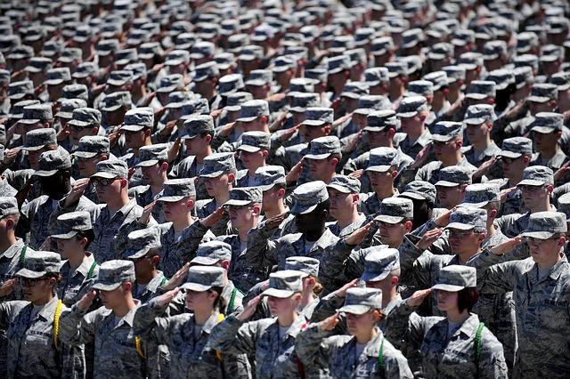 軍人が規律を重んじる画像。