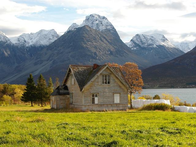 郊外の大自然にある一軒家 画像