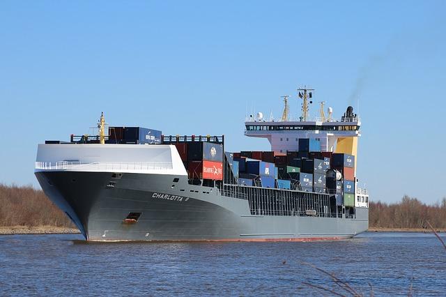 大型貨物船 画像