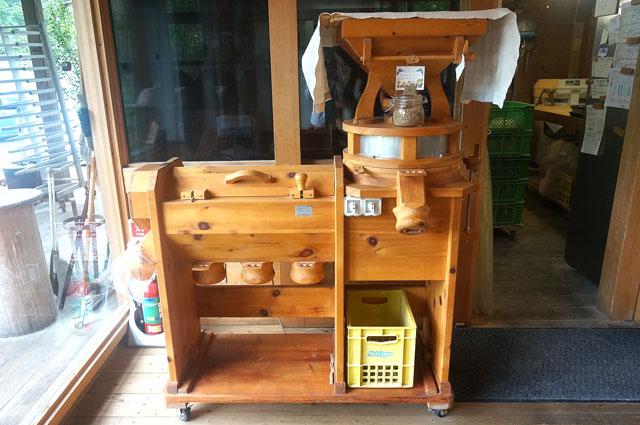 青梅 木の葉 オーストリアのパン屋 小麦粉からつくる機械