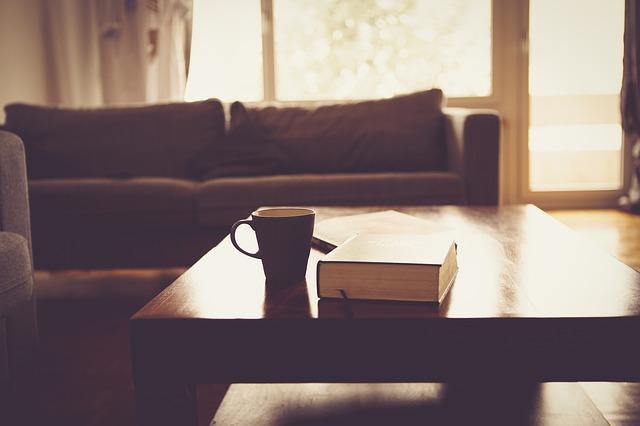 リビングルームのソファの画像