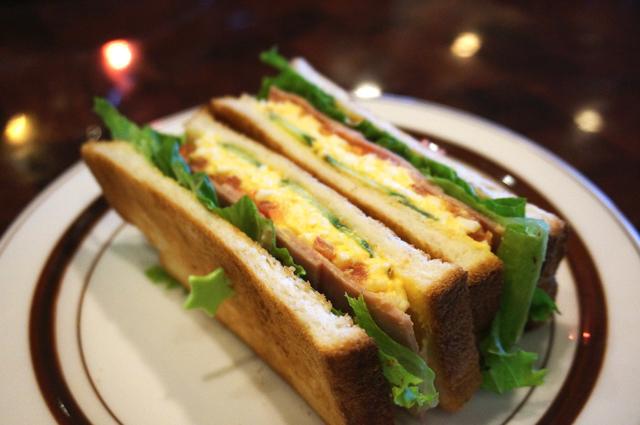 ハムと野菜と玉子のトーストサンド