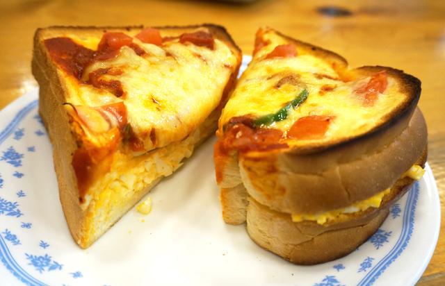 コメダ珈琲 たっぷりたまごのピザトースト