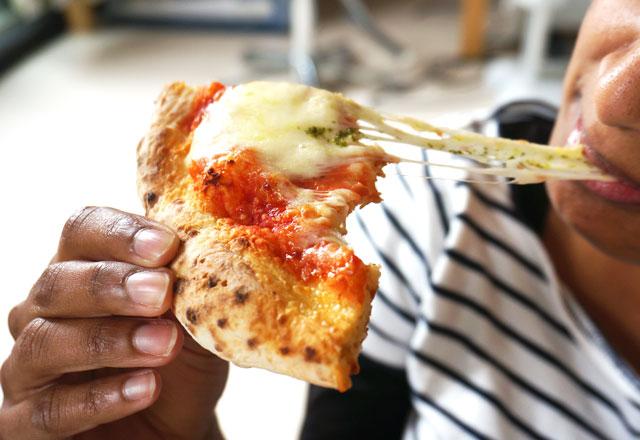 森山ナポリ チーズが伸びる