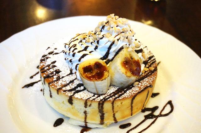 星乃珈琲店 チョコバナナのスフレパンケーキ