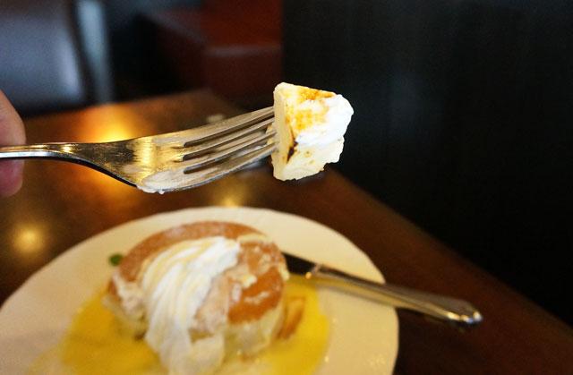 星乃珈琲 クレマカタラナとアングレーズソースのスフレパンケーキ
