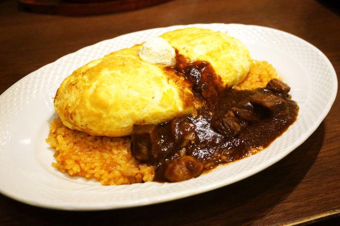 スフレ卵のオムライス ビーフとマッシュルームのデミグラスソース