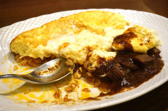 星乃珈琲のスフレ卵のオムライス ビーフとマッシュルームのデミグラスソース 濃厚